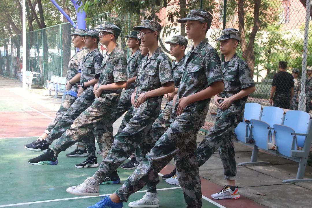西斯达城市森林学校隆重举行2019级新生自觉学习及军事训练闭营仪式
