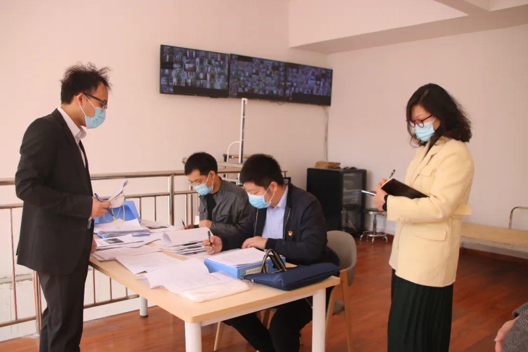 郑州市督导组莅临西斯达城市森林学校检查开学前校园疫情防控工作